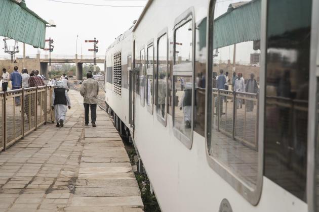 Pour de nombreux usagers, le train reste moins cher que le bus, même s'il faut entre 6 et 7 heures pour parcourir les 350 kilomètres qui les séparent de la capitale. En avril 2021.