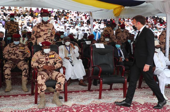 Emmanuel Macron, en N'Djamena, el viernes 23 de abril, para el funeral de Idriss Deby.