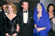 Entouré de Catherine Deneuve et d'Isabelle Adjani à Monte Carlo, en avril 1985.