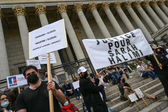 Manifestation contre la décision de la Cour de cassation de confirmer l'irresponsabilité pénale du meurtrier de Sarah Halimi, le 25 avril 2021 à Lyon.