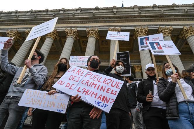 Manifestation contre la décision de la Cour de cassation, selon laquelle Kobili Traoré n'était pas pénalement responsable,le 25 avril à Lyon.
