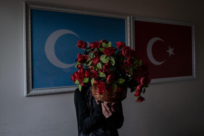 Selacettin Bura, 14 ans, dont le visage a été couvert pour protéger sa vie privée, au pensionnat d'Oku Uygur, près d'Istanbul, le 19 avril 2021.