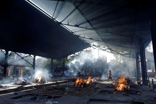 Un crématorium pour incinérer des victimes du Covid-19 à New Delhi, le 24 avril.