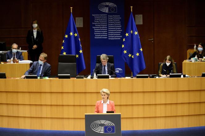 Presiden Komisi Eropa, Ursula von der Leyen, pada 26 April di Brussel.