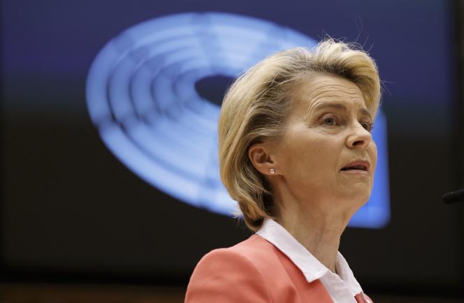 La présidente de la Commission européenne, Ursula von der Leyen, devant le Parlement européen le 26 avril.