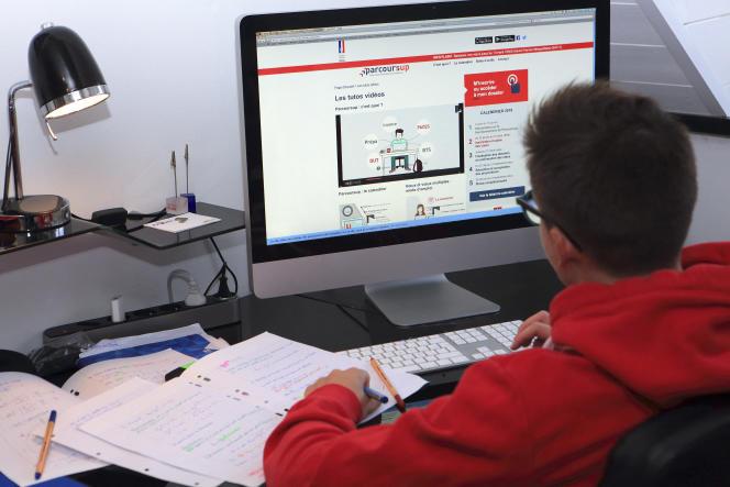 Sur Parcoursup, les élèves sont jugés et classés sur un dossier unique, anonyme, envoyé aux formations.