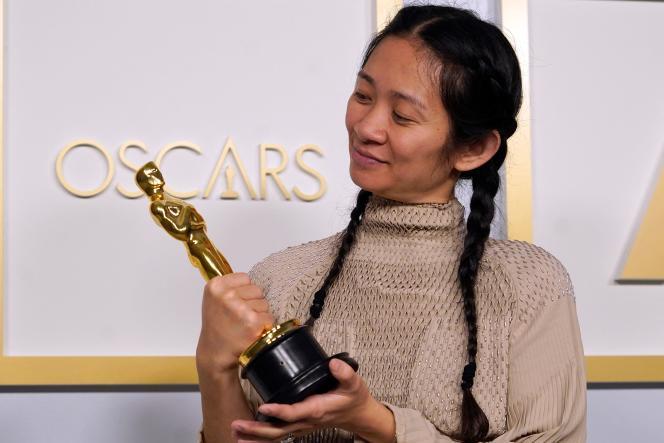 Chloé Zhao le 25 avril à l'issu de la 93e cérémonie des Oscars qui se déroulait à Los Angeles.