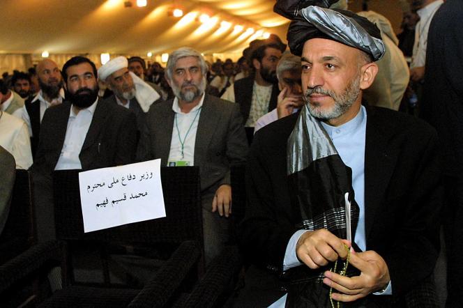 Hamid Karzaï, le président afghan nouvellement élu, assiste à la grande assemblée de la Loya Jirga, à Kaboul, le 14 juin 2002.