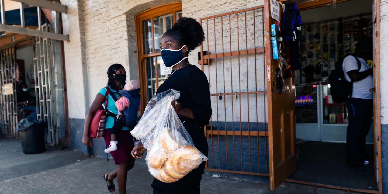 Au Zimbabwe, les vendeurs de rue entre débrouille et bakchichs