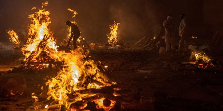 People cremate the bodies of victims of the coronavirus disease (COVID-19), at a crematorium ground in New Delhi, India, April 24, 2021. REUTERS/Danish Siddiqui