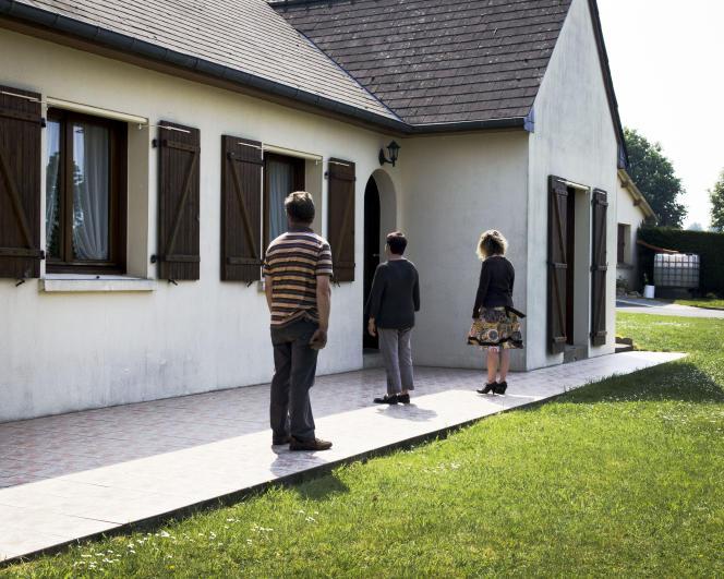 Lotissement en milieu rural. Marcille-Raoul (Ille-et-Vilaine), 2011. Série «Intime campagne».