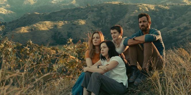 De izquierda a derecha: Melissa George, Logan Polish, Gabriel Bateman y Justin Theroux en