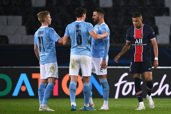 Les joueurs de Manchester City savourent leur victoire au Parc des Princes face au PSG sous les yeux de Kylian Mbappé en demi-finale aller de la Ligue des champions, mercredi 28 avril.