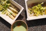 Asperges blanches vinaigrette au citron, cevice de bar et gaspacho de petit pois.
