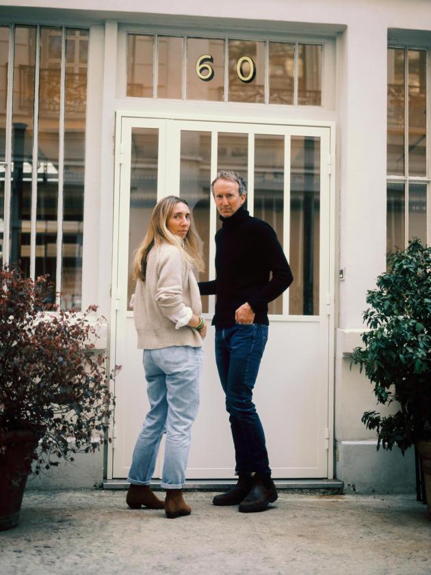 Clémentine Larroumet et Antoine Ricardou, les cofondateurs du studio Be-pôles, ont déménagé dans un ancien atelier donnant sur une arrière-cour du 9e arrondissement de Paris.