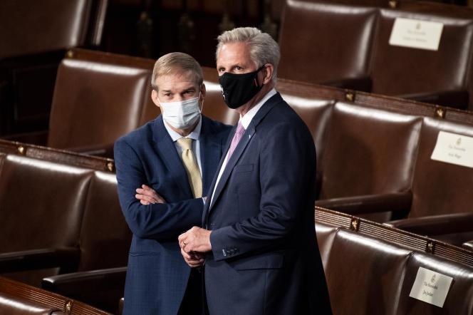 L'élu républicain James Daniel,dit Jim Jordan, et le chef de la minorité parlementaire, Kevin McCarthy, avant le discours de Joe Biden devant le Congrès, le 28 avril 2021, à Washington.