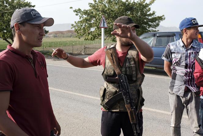 A la frontière kirghize avec le Tadjikistan, le 30 avril.