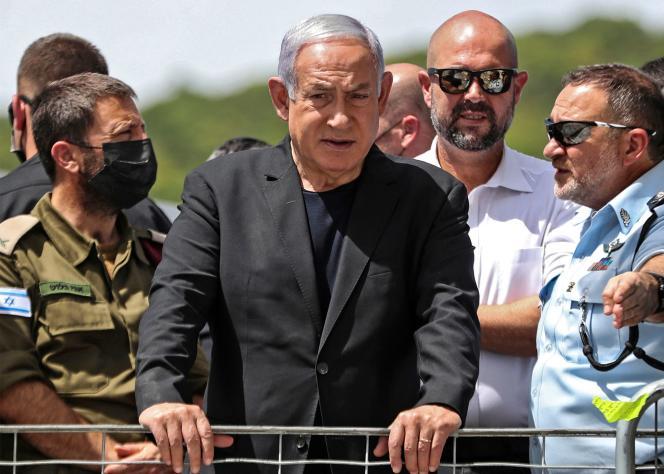 Le premier ministre israélien, Benyamin Nétanyahou, se rend sur les lieux de la bousculade de Méron, vendredi 30 avril.