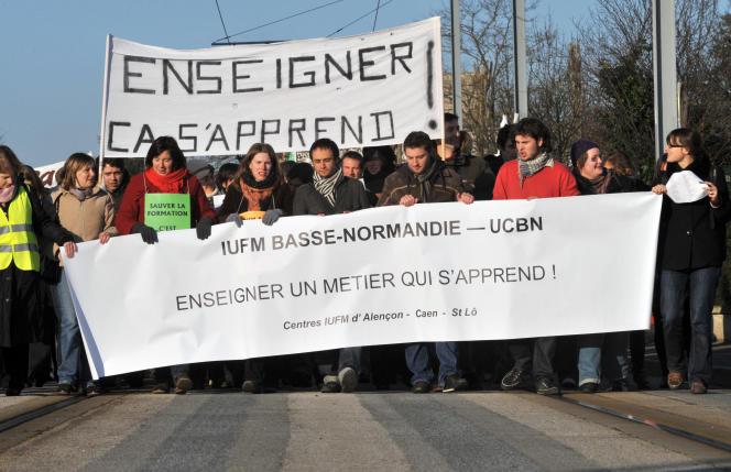 Manifestation d'étudiants de l'Institut universitaire de formation des maîtres (IUFM) de Basse-Normandie contre la réforme de leur formation, le 15 décembre 2009 à Caen.
