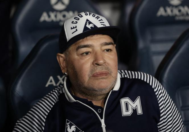 L'ancien footballeur argentin Diego Maradona, le 7 mars 2020, dans le stade de La Bombonera, à Buenos Aires.