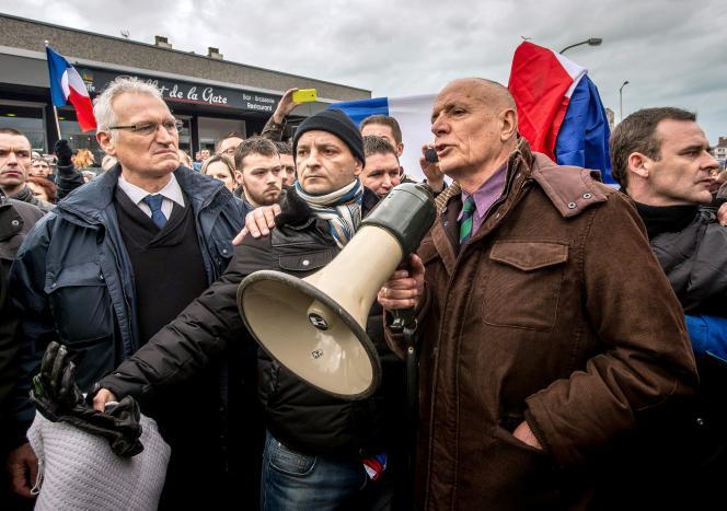 Christian Piquemal, fondateur du «cercle des citoyens patriotes», lors d'une manifestation à Calais, le 6 février 2016.