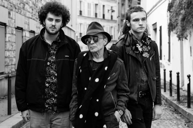 A droite deJac Berrocal (centre), Léo Remke-Rochard, et à gaucheJack Dzik, àParis (18e arrondissement) pendant les séances d'enregistrement de«Fallen Chrome», le6 janvier 2020.