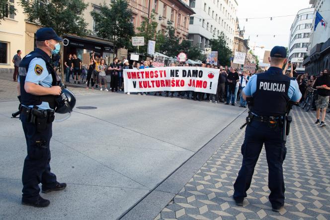 Manifestation pour défendre la culture, à Ljubljana (Slovénie), le 19 juin 2020.
