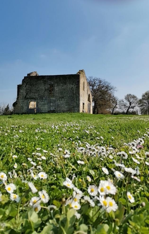La maison forte de la commanderie d'Arveyres, en Gironde, en 2021.
