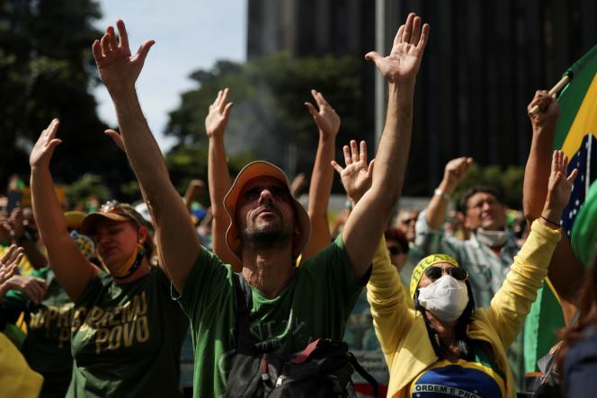 Des soutiens de Jair Bolsonaro, à Sao Paulo, le 1er mai 2021.