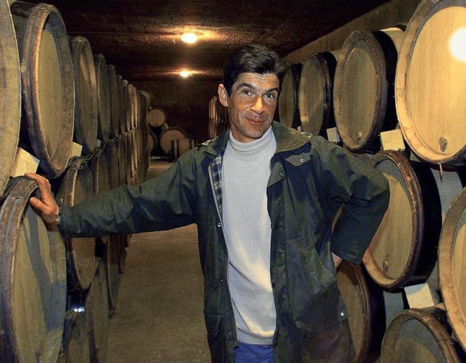 Laurent Vaillé, dans la cave de son domaine près d'Aniane (Hérault), le 27 novembre 1999.