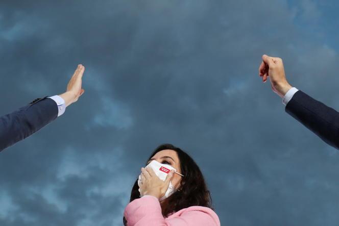 La chef du gouvernement régional de Madrid et candidate du Parti populaire (PP), Isabel Diaz Ayuso, lors de la clôture de la campagne électorale avant les élections régionales, à Madrid, Espagne, le 2 mai.