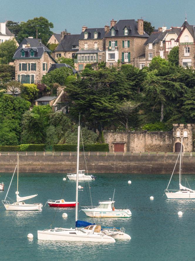 Le front de mer de Saint-Briac (Ille-et-Vilaine), qui concentre de nombreuses résidences secondaires, ici en 2013.