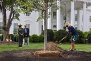 La première dame des Etats-Unis, Jill Biden, le 30avril 2021, dans les jardins de la Maison blanche.