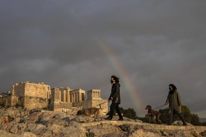 Le projet de rénovation de l'Acropole (ici le 31 mars 2021), à Athènes, est une aberration historique et esthétique dénoncent de nombreux experts.