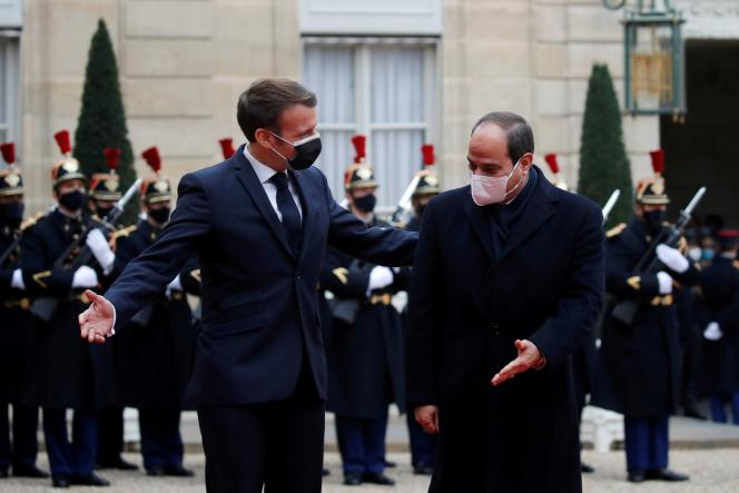Le président français Emmanuel Macron accueille le président égyptien Abdel Fattah Al-Sissià l'Elysée, à Paris, le 7 décembre 2020.