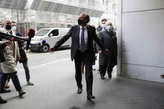 Renaud Muselier à son arrivée au siège de LR, à Paris, le 4 mai.