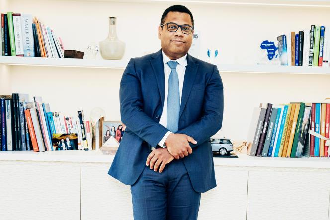Le PDG du fonds d'investissement Meridiam, Thierry Déau, dans son bureau, à Paris, le 30avril 2021.