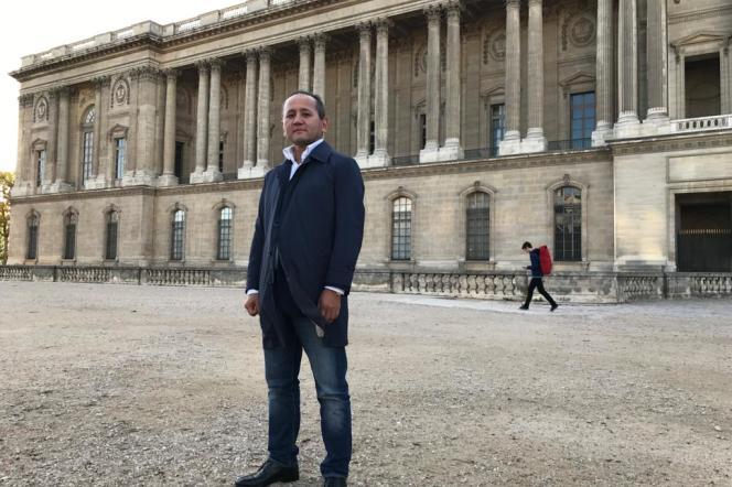 Moukhtar Abliazov près du Louvre, en novembre 2018.
