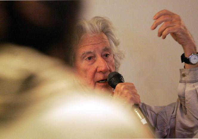 Augusto Boal, metteur en scène et auteur dramatique brésilien, le 5 avril 2006, lors d'une conférence à Nancy, dans le cadre d'un «théâtre-forum».