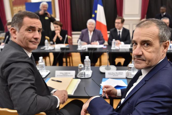 Le président de l'exécutif corse GillesSimeonietcelui de l'Assemblée de Corse,Jean-GuyTalamoni, à Paris, le 13 février 2018.