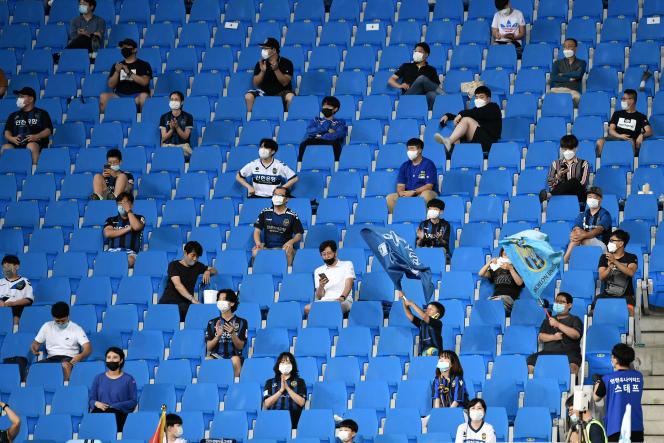 Un match de baseball en Corée du Sud. Les autorités commencent à autoriser le retour du public dans les enceintes sportives, début mai.