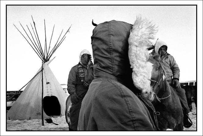 Avant la levée du camp établi à Wounded Knee, lors de la commémoration du centenaire du massacre, le 25 décembre 1990.