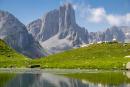 Lescun le 2 aout 2018. Paysage du lac et des aiguilles d'Ansabere. Photo de Francois Laurens / Hans Lucas. Ansabère: A presque 2000 m d'altitude, l'un des meilleurs emplacements de bivouac des Pyrénées, devant le lac et les aiguilles d'Ansabère.
