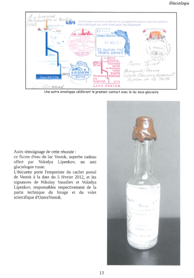 « Flacon d'eau du lac Vostok, offert par Volodya Lipenkov, un ami du glaciologue russe. L'étiquette porte l'empreinte du cachet postal de Vostok à la date du 5 février 2012 et les signatures de Vassiliev et de Lipenkov, responsables respectivement de la partie technique du forage et du volet scientifique d'Ozera Vostok. »