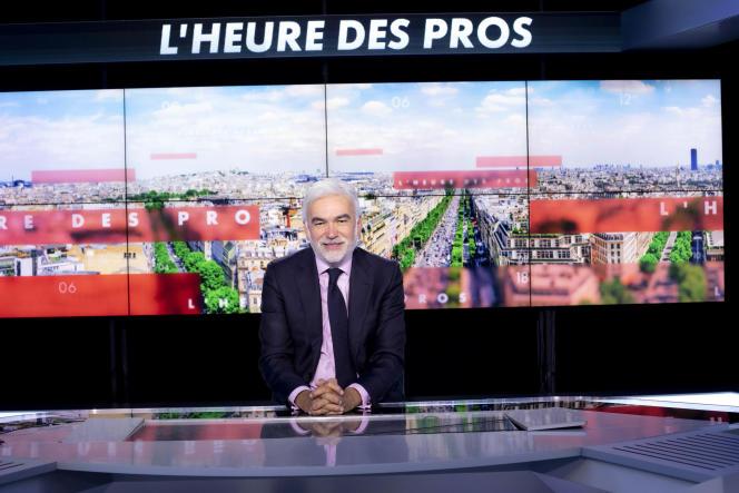 Pascal Praud sur le plateau de l'émission« l'heure des pros» diffusé sur la chaine Cnews, le 10 septemnre 2020, àBoulogne Billancourt.