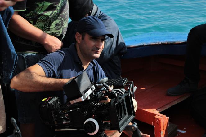 Le réalisateur tunisien Lassaad Oueslati sur le tournage de« Harga» à l'été 2020.