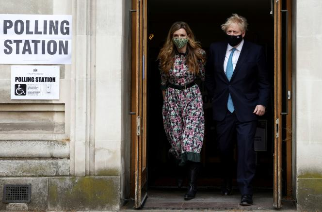 British Prime Minister Boris Johnson and his partner Carrie Symonds leave the Westminster polling station on May 6, 2021 in London, Great Britain, after the vote.