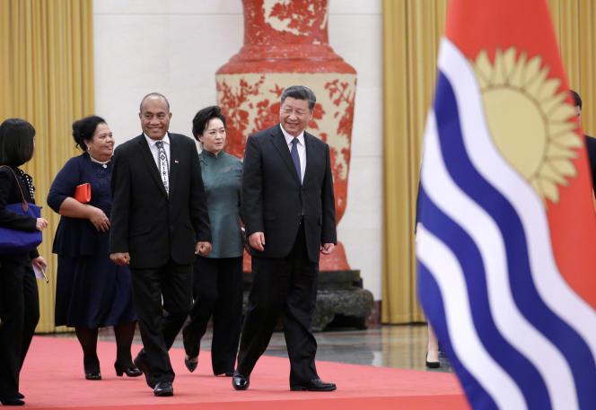 O presidente de Kiribati, Taniti Mamao, e sua esposa Tereng Tintoa Mamao se reuniram com o presidente chinês Xi Jinping e sua esposa Bing Liyuan em 6 de janeiro de 2020 em Pequim.