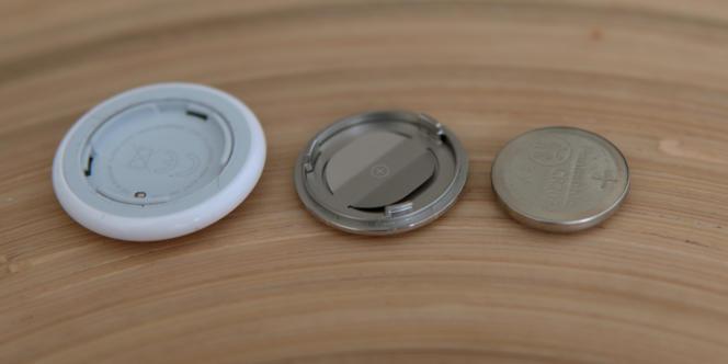 La pile bouton de l'AirTag doit être remplacée tous les ans (environ 3 euros) comme celle de ses concurrents Tile et Samsung.