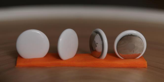 La partie arrière est composée d'Acier, la partie avant de plastique, beaucoup plus fragile. Les deux se rayent assez vite.